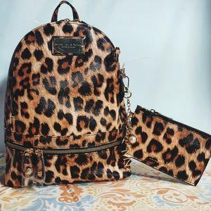 🐺 NWT Andrew Marc Lepard Print Backpack 🐺